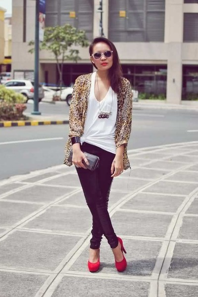 black-mango-leggings-white-mango-sunglasses-red-f21-heels_400