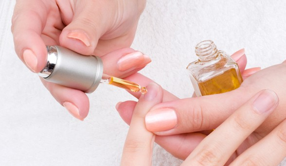 11789-how-to-use-cuticle-oil