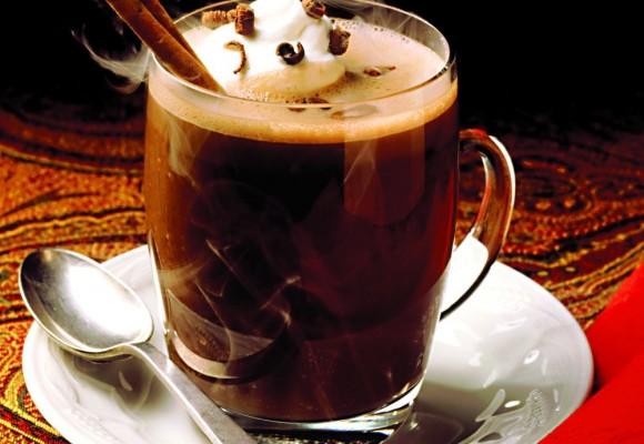 Ciocolata calda – portia ta zilnica de fericire