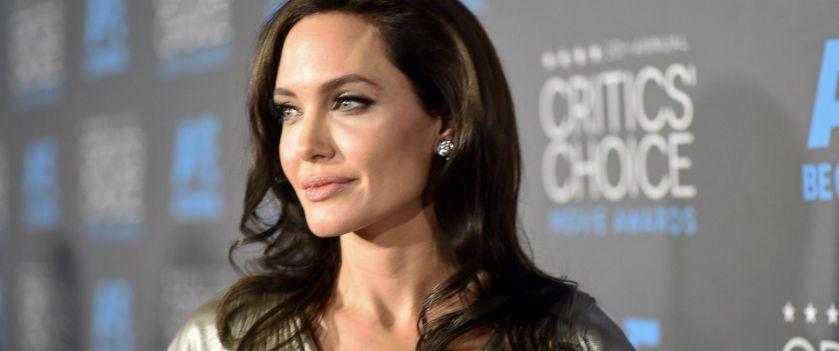 """Angelina Jolie trece peste divortul de Brad Pitt. Are deja un """"barbat misterios"""" in viata ei"""