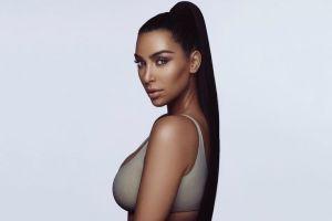 Kim Kardashian isi lanseaza propria linie de produse pentru machiaj