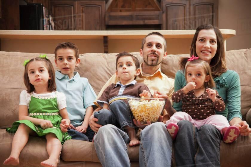 Sa stai acasa cu copilul tau sau sa mergi la munca: ce este mai greu?
