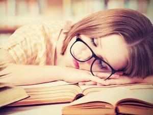 Primele semne ca suferi din cauza lipsei somnului !