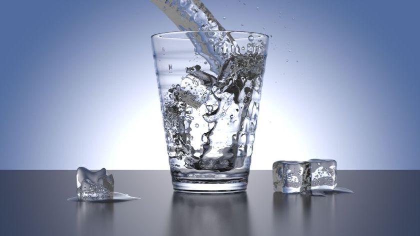 Este sau nu sanatos sa consumam apa in timpul mesei?