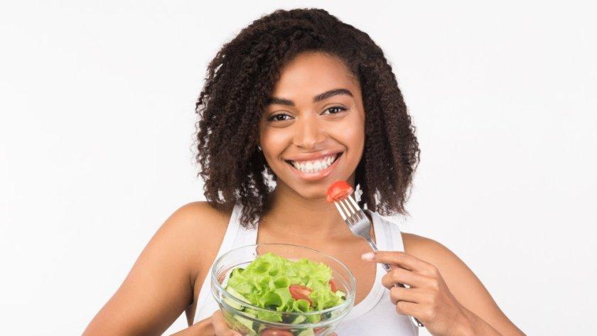 Se poate ca o proteina din salata sa ajute mai repede la vindecarea oaselor rupte?