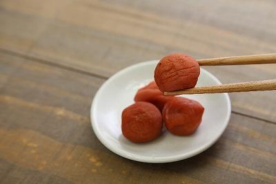 「落ち梅」という状態で収穫する【南高梅】の梅干しがベスト