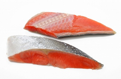 その食品は「紅鮭」なんです。