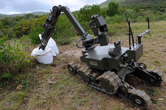 Image: Bomb disposal robot
