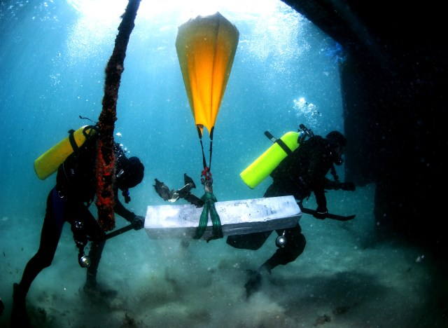 Inflatable underwater bags