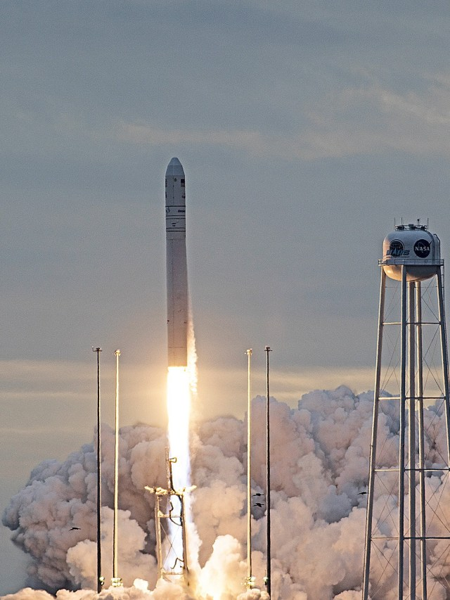 Antares liftoff