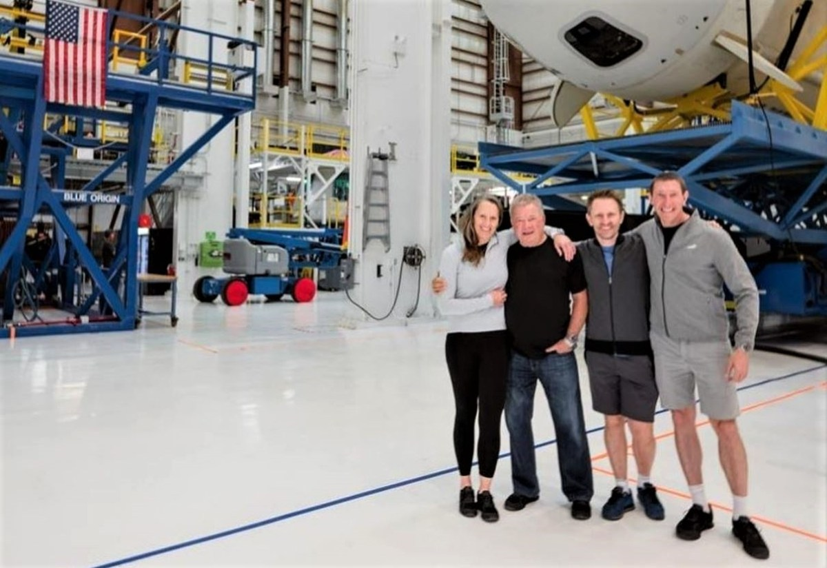 New Shepard crew with spaceship