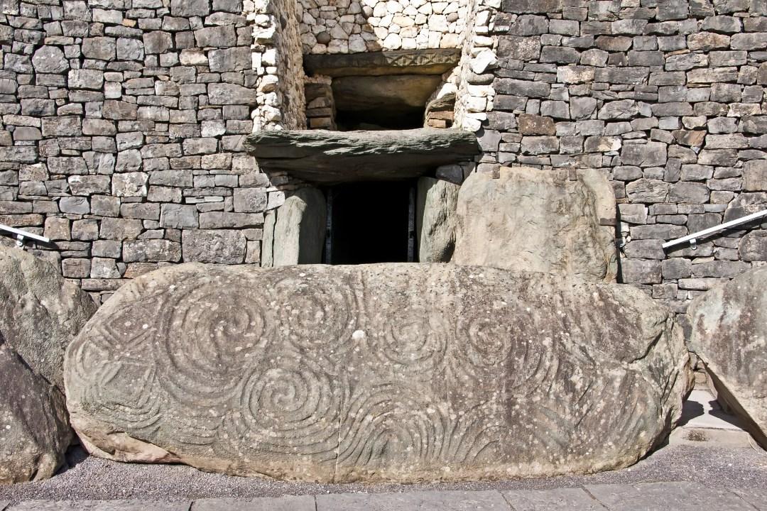 Ireland_Newgrange_shutterstock_561082879