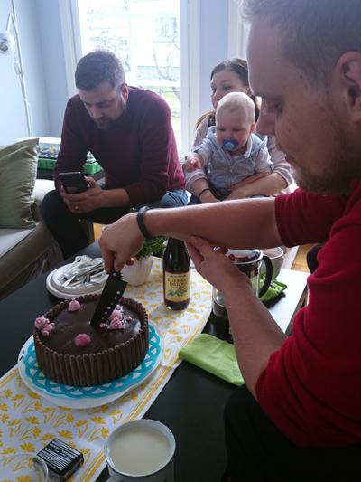 Lille A tyckte oooooh, tårta!