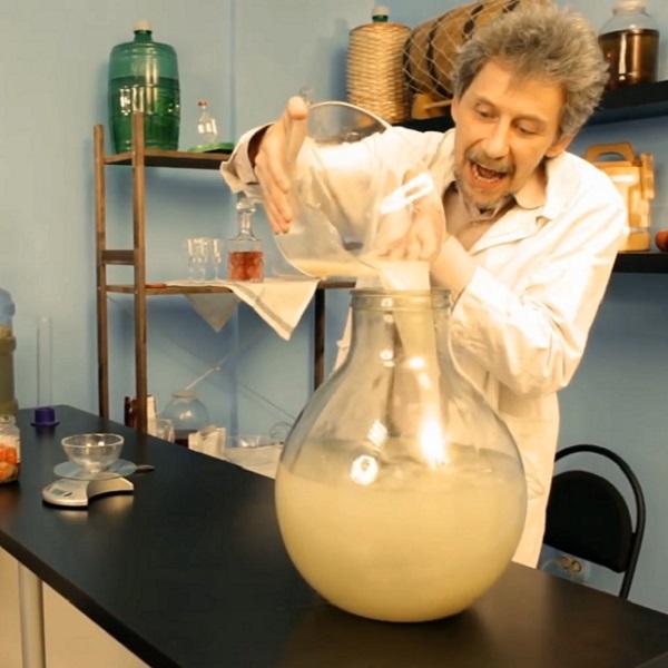 Kvasinky musí být zavedeny do teplé vody, ale nemělo by to být horké