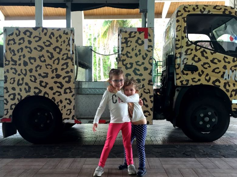 Two Cosmopoliclan sisters ready to take the shuttle in front of the Gamboa Rainforest Resort to spend a day at the Panama Canal and the Gamboa rainforest