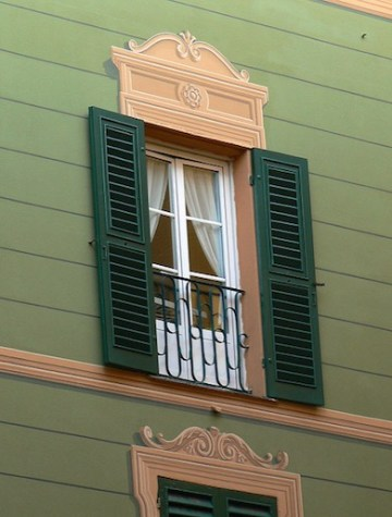 Detailing on the facades of the houses on the way from Savona to Genoa
