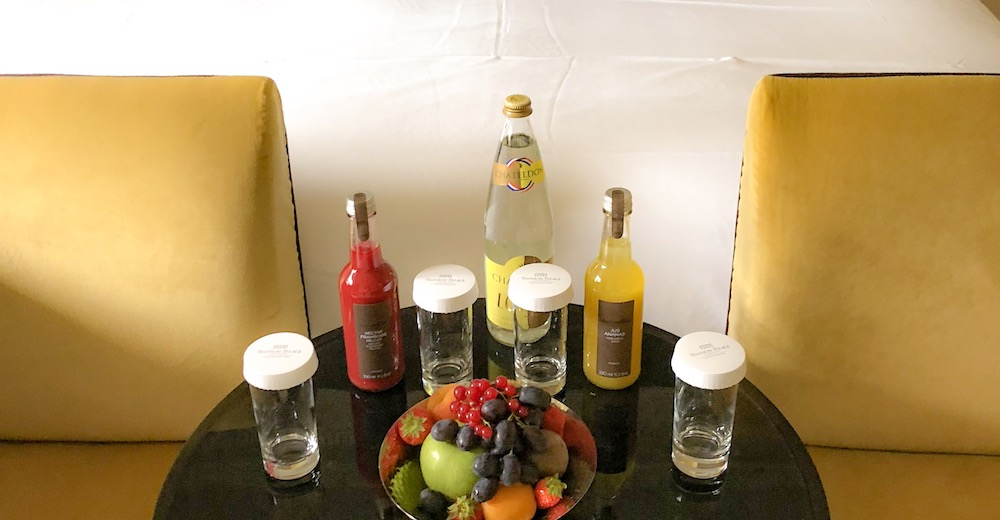 Fruit plate and juices in the room of the Waldorf Astoria Versailles