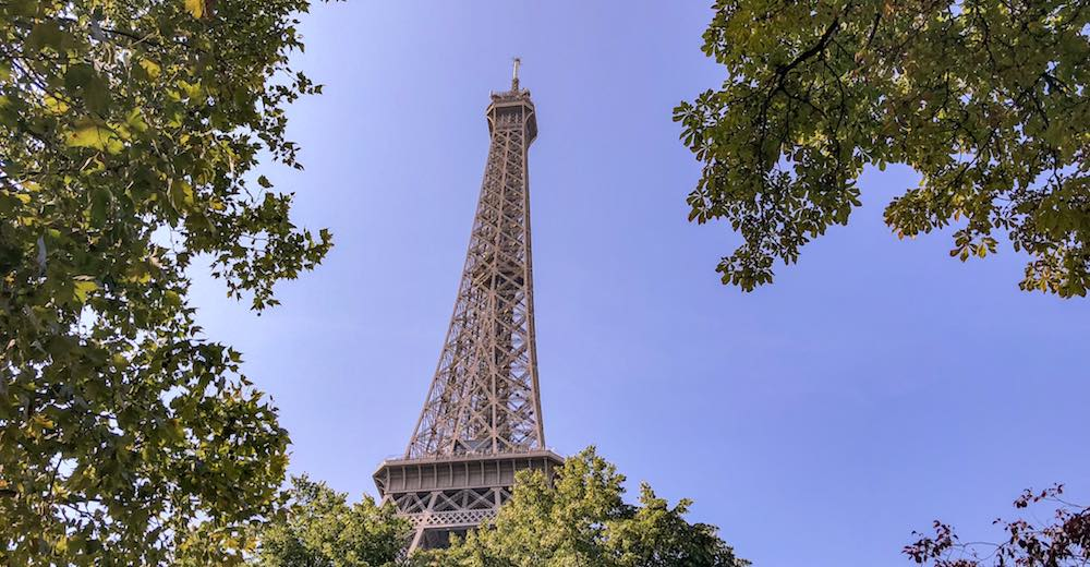 The Eiffel tower in Paris, a must see in Paris