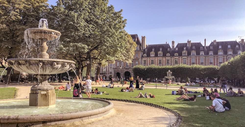 The Place des Vosges in Le Marais offers a welcome break when you visit Paris