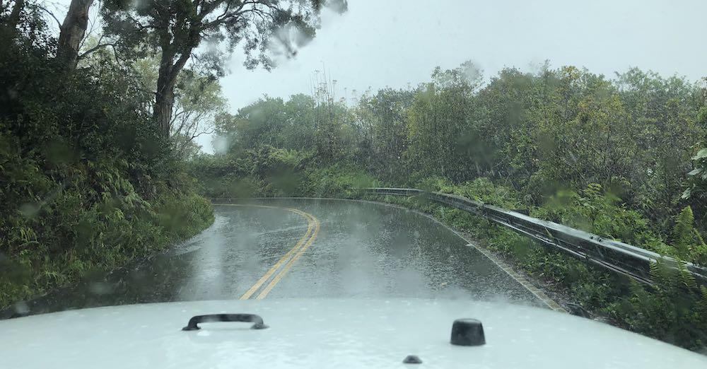Slecht weer op de Road to Hana, houd rekening met regenval tijdens je vakantie op Hawaii