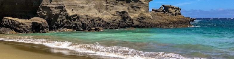 Green sand beach Hawaii: Papakolea beach