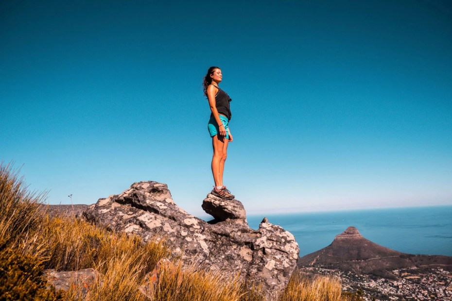 Woman on the top of a mountain achiving the 6 keys to unlock and predict the success of a project
