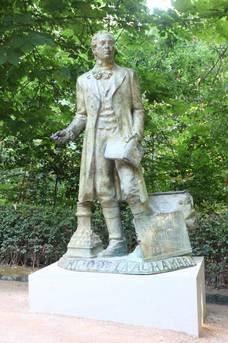 Estatua conmemorativa de Irving.