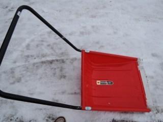 除雪道具「ママさんダンプ」の各ホームセンターの価格。