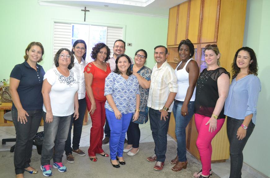 Lidiane com profissionais médicos: compromisso assumido, equipe motivada (Foto: Erivan Silva)