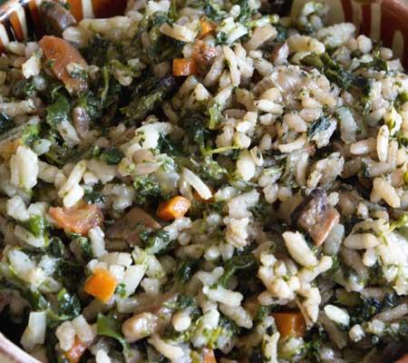 Pilaf de urzici cu ciuperci și morcovi