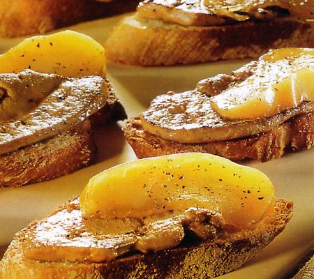 Canapele cu foie gras si mere