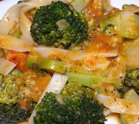 Paste cu brocoli și sos de roșii