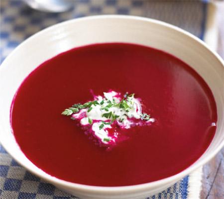 Supă de sfeclă roșie cu mere