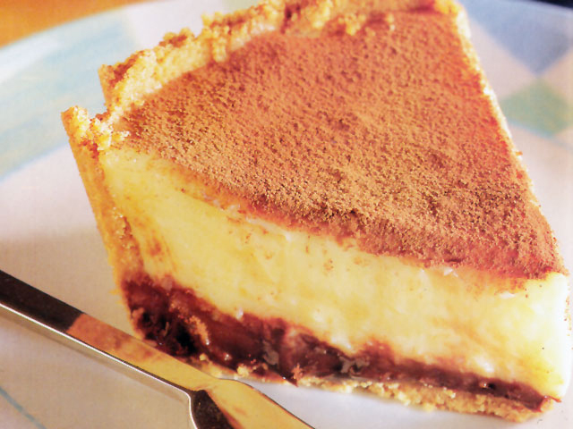 Prăjitură cu blat de biscuiți, cremă de vanilie și ganache