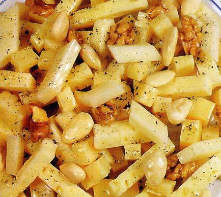Salată de brânzeturi cu nuci