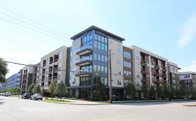 The 321-unit Windsor by the Galleria in Dallas is one of half-dozen new projects a China-based investor has sold off recently. Photo: CoStar