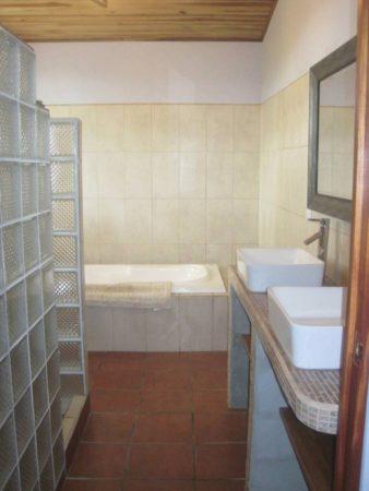 EE4215 - Master Ensuite Bath
