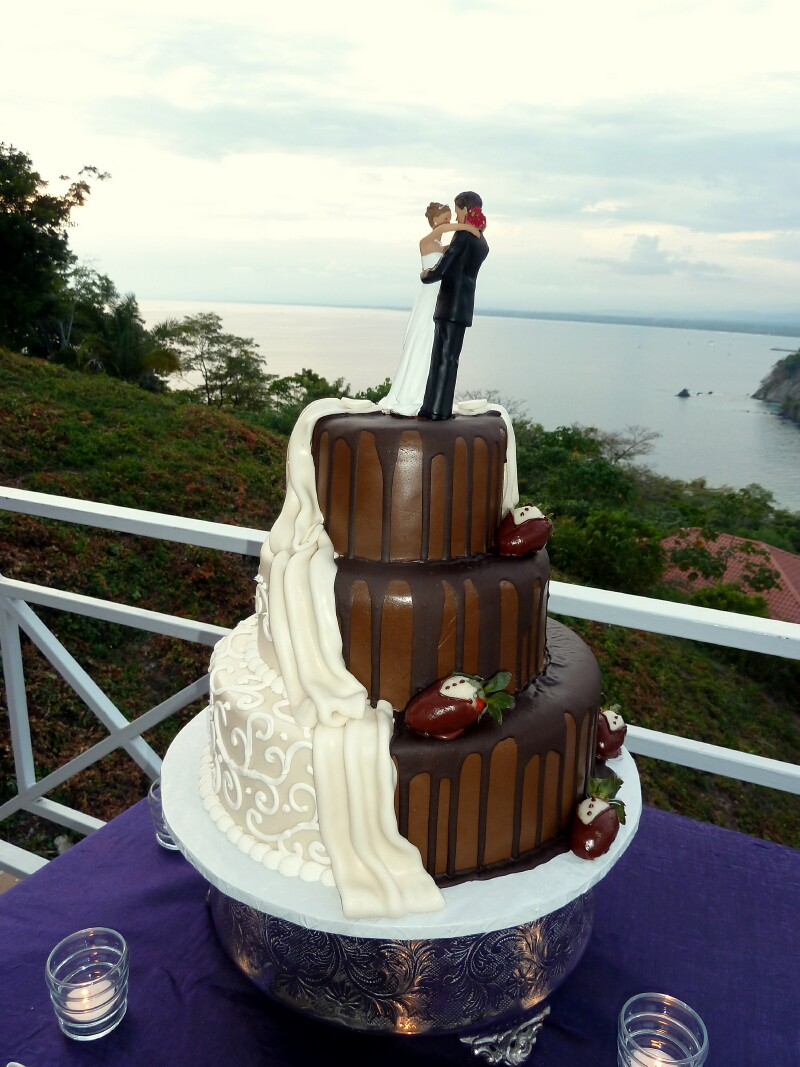 Chocolate And White Bride Groom Cake Costa Rica Weddings