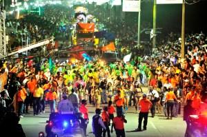 Más de 150 mil personas abarrotaron el segundo paseo carnavalesco.