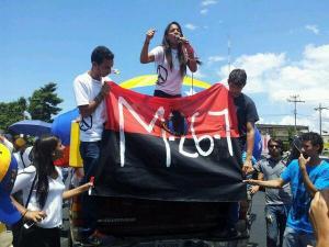Por amor a su país, ella está dispuesta a todo a luchar por la democracia en Venezuela donde encabeza movimientos de protesta.