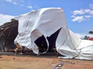 Se cancela hoy la Expoferia y el concierto de Intocable, hasta nuevo aviso. Aquí los daños a la pista de hielo (Foto Jair Negrete).