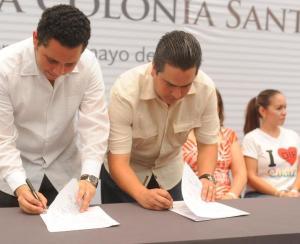 Firma del convenio para regularizar Santa María.