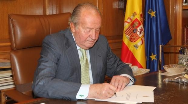 Rey de Espana abdica