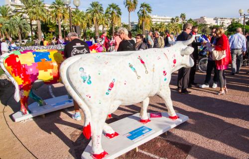 Exposición de la Cow Parade en Cannes
