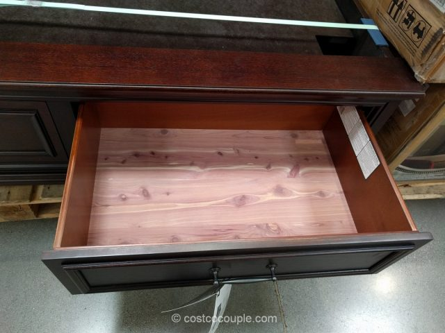 Universal Broadmoore Storage Bed