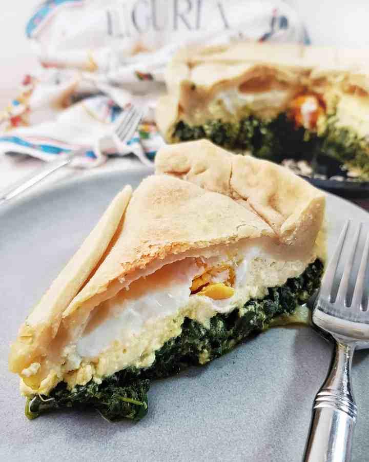Torta Pasqualina/Tartă cu urdă, spanac și ouă întregi