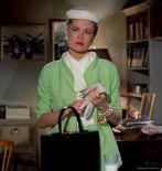 Grace Kelly dans son tailleur vert créé par Edith Head
