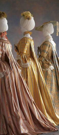Robes à plis Watteau