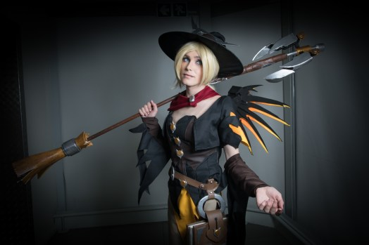 Cosplayer: @blissfulwonderlandcosplay Character: Witch Mercy From: Overwatch Photographer: @cosweplayproject