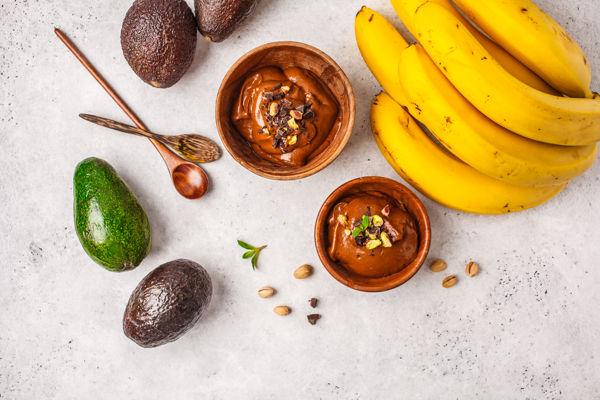 składniki na krem czekoladowy z awokado i banana